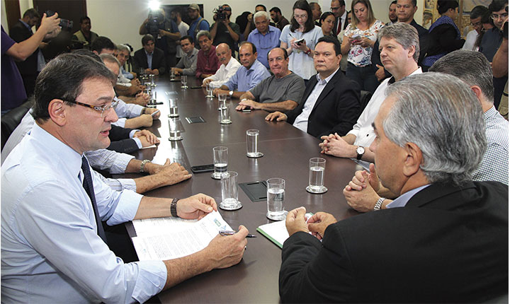 Governador amplia teto do Simples